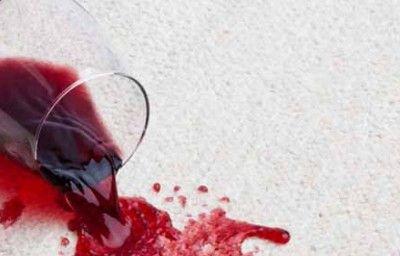 Eliminar una mancha de vino tinto de la ropa. ¿Cómo?